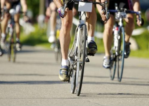 bicyclists-racing_b